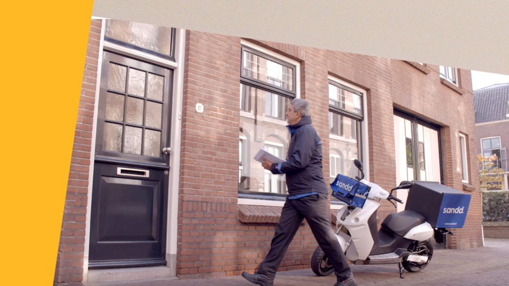Employer Branding film postbezorger Sandd met scooter